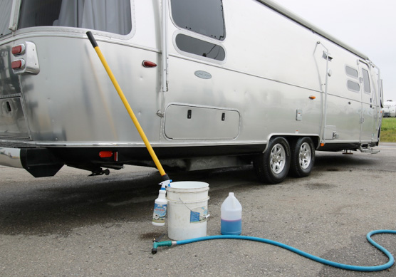 Featured image for Go With The Grain!! Washing & Waxing Your Airstream